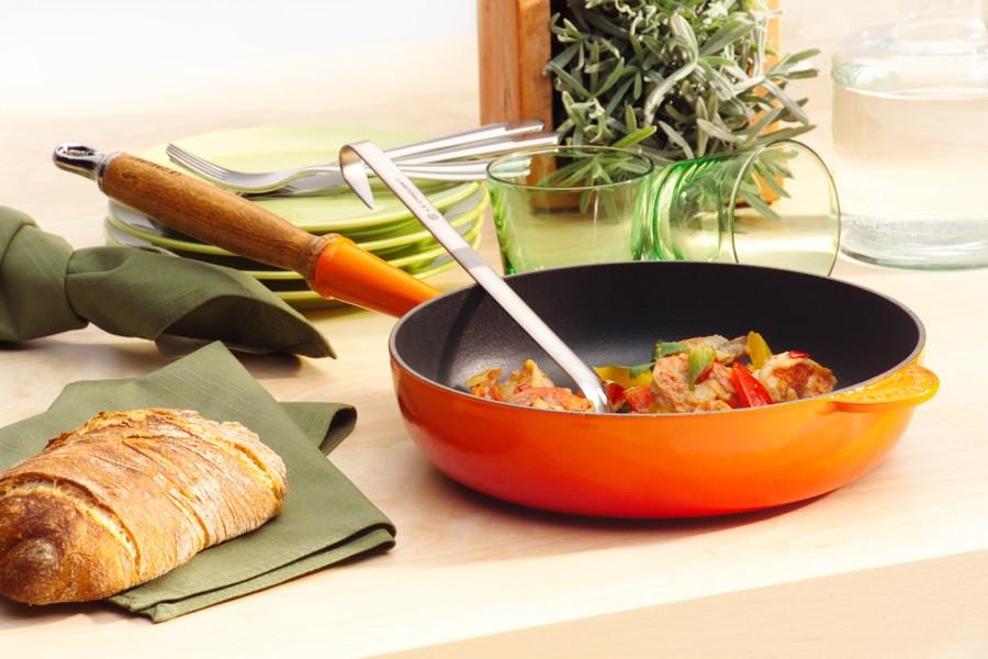 Le Creuset Sautépfanne mit Holzgriff 28 cm ofenrot