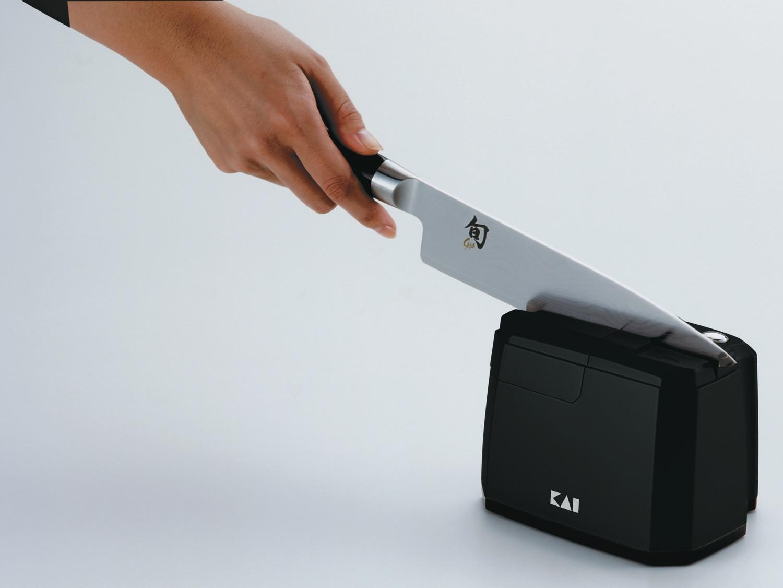 KAI Elektrischer Messerschärfer Set