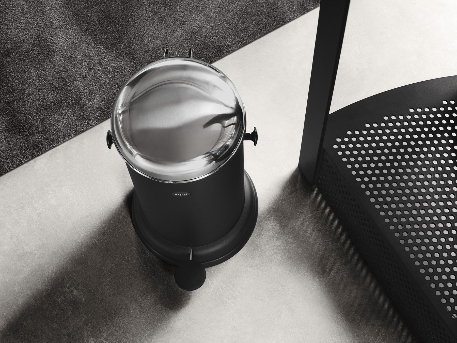 vipp Treteimer 14 Liter black VIPP15, 01504, 5705953150400
